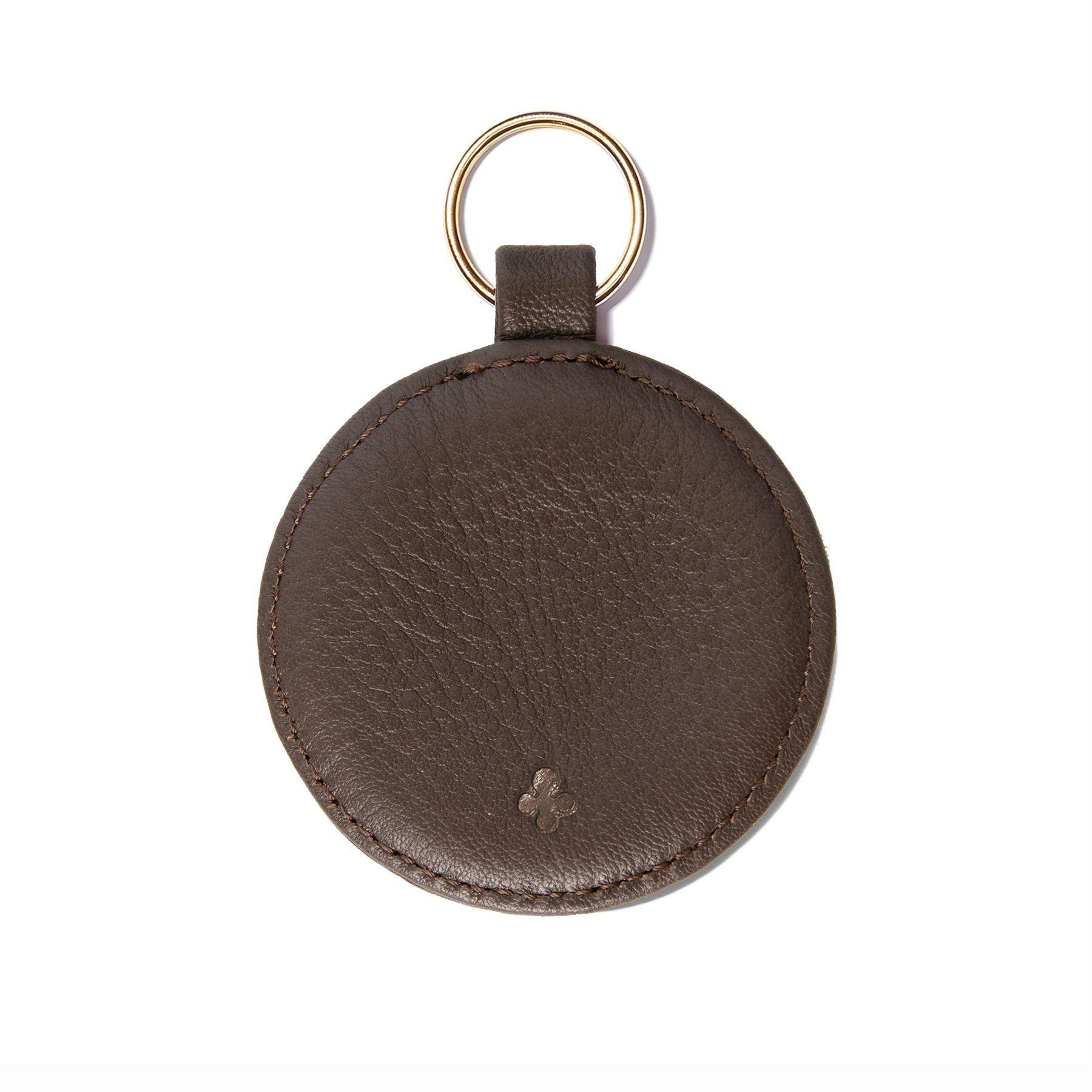Personalizowany brelok w kształcie medalika, brązowy, okucia w kolorze złotym